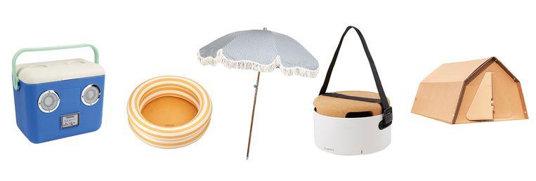 Vanaf links: 'Dolce Vita'-koelbox, Peuter- of voetenbadje 'Leonore', Gestreepte parasol met franjes, Tafel en meeneembarbecue,  tweepersoons festivaltentje  Beeld