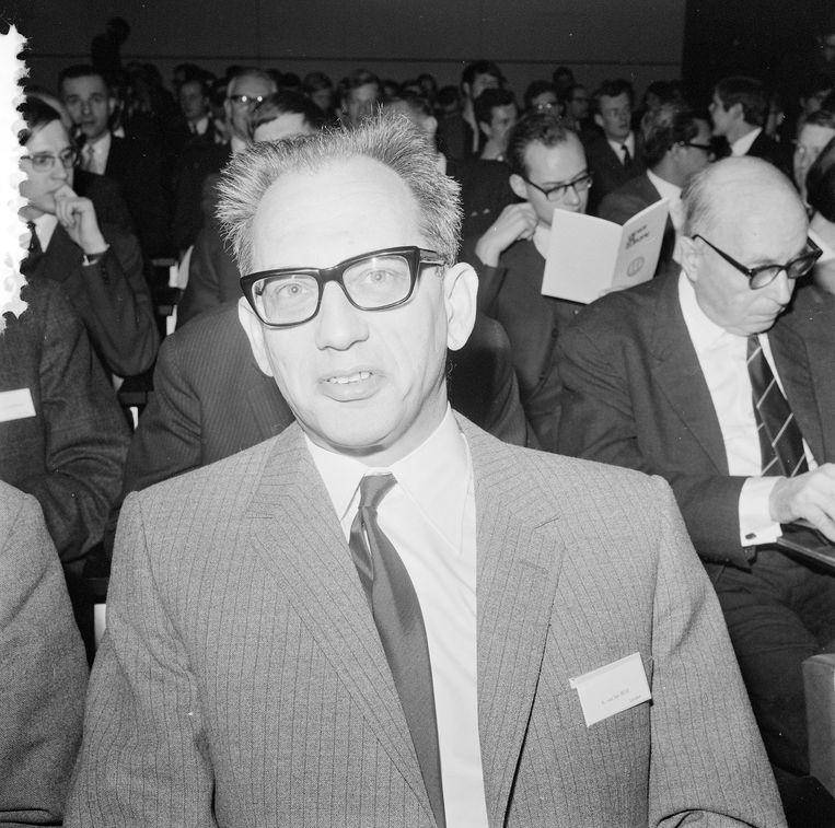 Karel van het Reve, hoogleraar Slavische letterkunde en correspondent in Moskou, bij het Interacademiaal Oost West Congres, 15 januari 1969. Beeld ANP