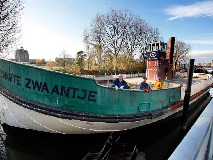 De Gorinchem V begint aan derde leven: van veerpont, naar speelschip tot drijvend park