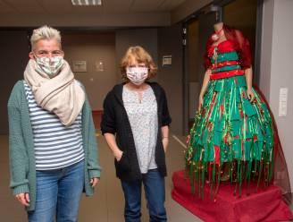 Corona inspireert modestudenten voor gala-kleed met honderden mondmaskers