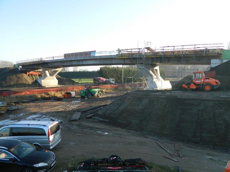 De nieuwe spoorwegbrug aan Nieuwendam krijgt nu echt vorm.