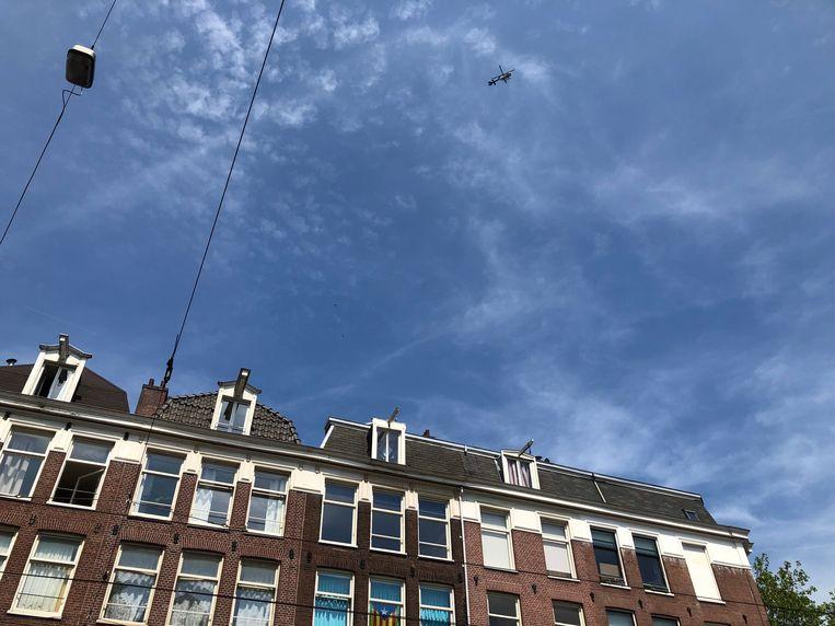 Er wordt met een helikopter gezocht naar de dader of daders. Beeld Vera Spaans