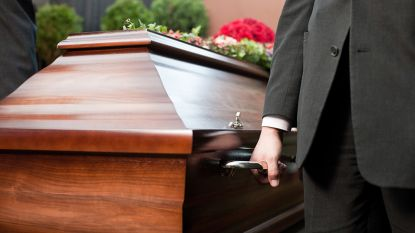 Alternatief voor begraven of cremeren: begrafenisondernemers willen lijken oplossen in zuur