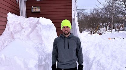 """Bilzenaar Daan Goossens maakte sneeuwstorm in Canada vanop eerste rij mee: """"Boete van 5.000 dollar voor wie met de auto rijdt"""""""