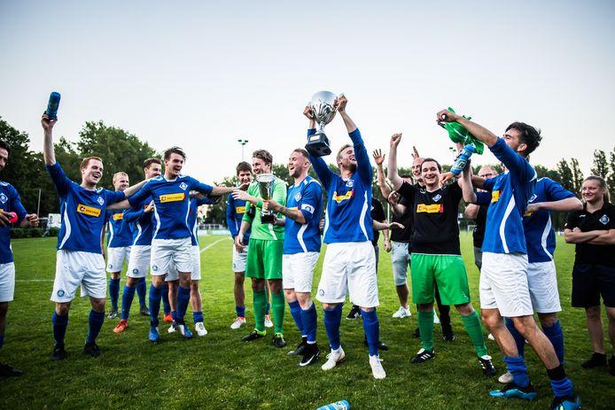 RKHVV blijft nog een jaar regerend Arnhem Cup-kampioen.