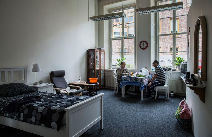 Het opvanghuis in de binnenstad van Deventer.  Uitgeprocedeerde asielzoekers krijgen hier bed, bad en brood aangeboden.