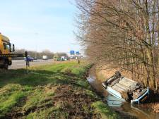 Auto te water langs A1 bij Amersfoort