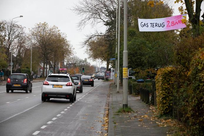 Spandoeken op Graafsewg ivm 4baans/2baans dispuut. Nijmegen, 18-11-2019 .
