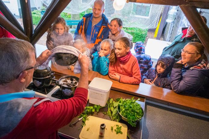 Demonstratie mosselen koken door Kees van Beek in Bruinisse
