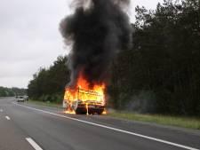 Caravan in brand langs A1 bij Uddel