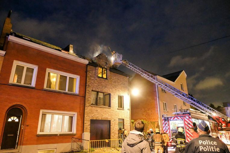 De eerste bevindingen van de brandweer wijzen op een gaslek als oorzaak van de woningbrand.