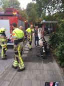De brandweer bluste de brandende fiets van Gelderlander Henk Smits.