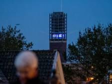 Vlissingse stadhuistoren tijdens donkere uren VN-blauw