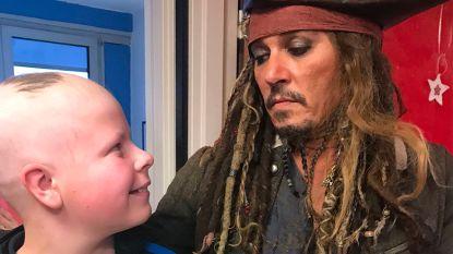 Enige echte 'Jack Sparrow' bezoekt patiëntjes in ziekenhuis in Parijs