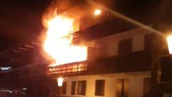 VIDEO. Beelden tonen hoe mensen uit raam hangen om te ontsnappen aan vuurzee in ski-oord Courchevel