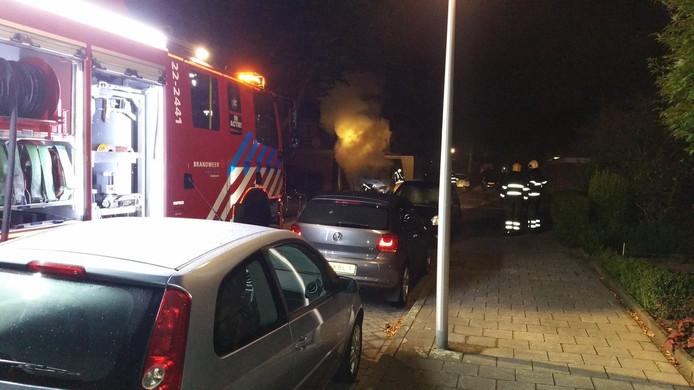 Auto brandt uit aan Vorselaarstraat in Eindhoven