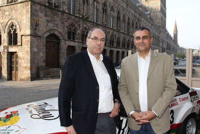 André Bostyn en voorzitter Alain Penasse van Club Superstage, de organisatie achter de rally op de Grote Markt van Ieper.