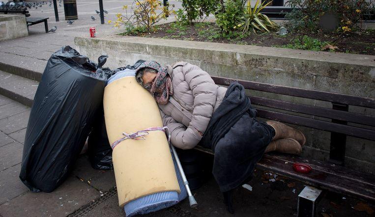 Verenigingen die opkomen voor de rechten van daklozen veroordelen de nieuwe wet. Ze stellen dat daklozen op die manier als misdadigers bestempeld worden.