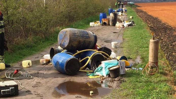 En gigantische dumping van spullen uit een drugslaboratorium in Alphen van eerder dit jaar.