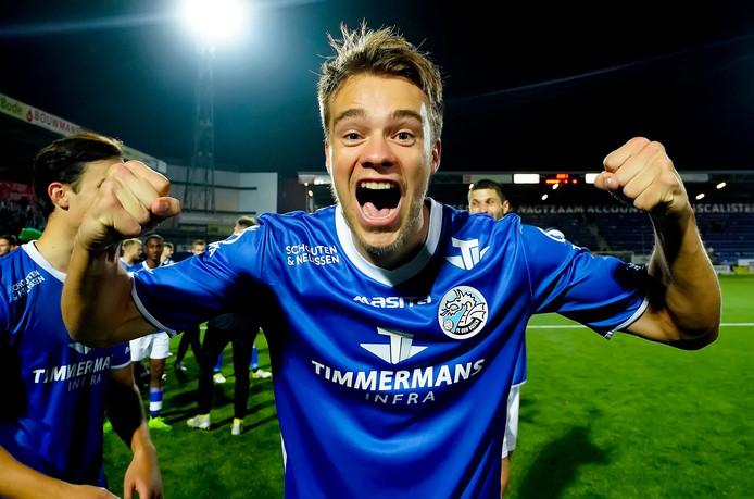 Leo Väisänen juicht na de thuisoverwinning van FC Den Bosch op TOP Oss (4-0) waarbij hij twee keer scoorde.