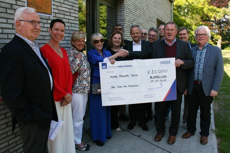 Met de overhandiging van een cheque van 20.000 euro werd de 450.000 euro rond gemaakt