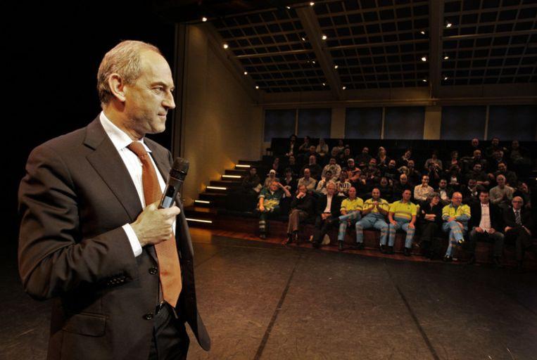 Burgemeester Cohen van Amsterdam aan het woord tijdens een debat over problemen met Marokkaanse Amsterdammers. Foto ANP/Olaf Kraak Beeld