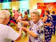 Jeugdsentiment voor dansende ouderen in Wilnis: 'Heerlijk die rock-'n-roll'