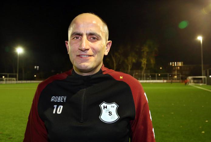 De vurige wens van zijn vrouw ten spijt, de 38-jarige Ahmet Akbulut is zes dagen per week bij HMSH te vinden.