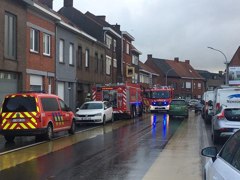De brandweer kwam de woning verluchten.