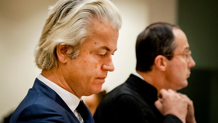 Geert Wilders en zijn advocaat Geert-Jan Knoops. Beeld anp