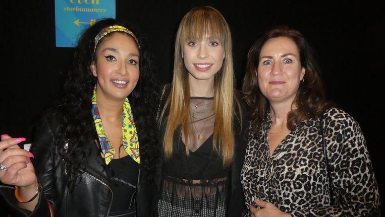 Comedian Soundos El Ahmadi, Expeditie Robinson-ster Loiza en haar moeder Mirjam Lamers. Beeld Hans van der Beek