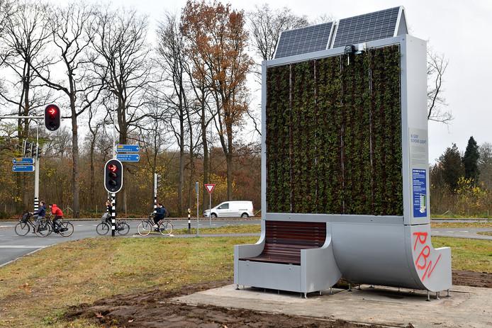 De CityTree staat op de kruising Groene Zoom en Arnhemseweg, omdat het verkeer daar de laatste jaren is toegenomen.