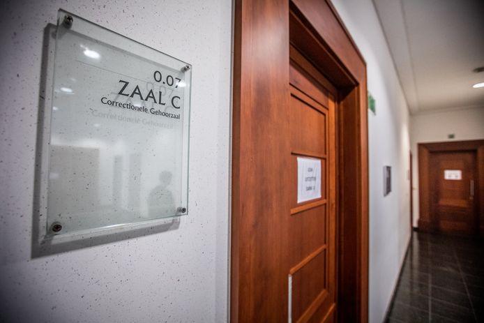 De ex-partners verschenen beiden met hun advocaat voor de strafrechtbank in Tongeren.