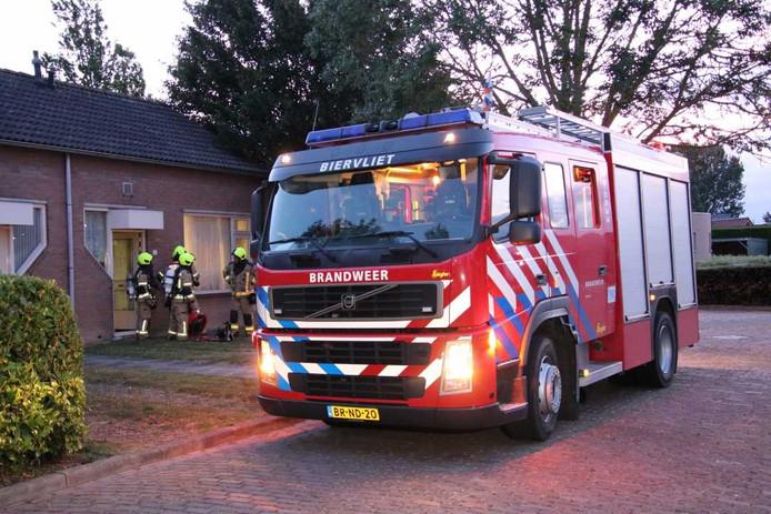 De brandweer had de keukenbrand in Hoofdplaat snel onder controle.