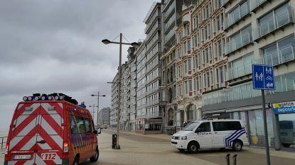 Balustrade dakappartement dreigt naar beneden te waaien: Zeedijk tijdlang afgesloten