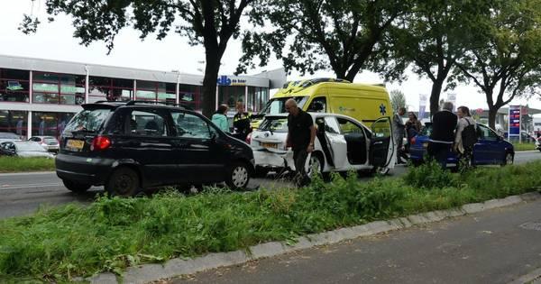 Gewonde bij mini-kettingbotsing in Elburg.