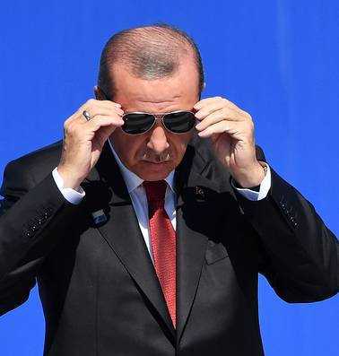 Blijft Erdogan ook overeind nu het voor het eerst economisch minder gaat?