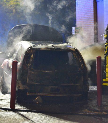Auto verwoest door brand in Breda