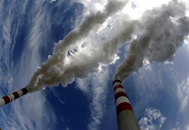 """""""Een prijsmechanisme ontwikkelen voor CO2 is in ons land noodzakelijk, mogelijk en dringend."""" In een opiniestuk roept topondernemer Thomas Leysen de politiek op om werk te maken van een koolstofprijs of CO2-taks, en wel snel."""