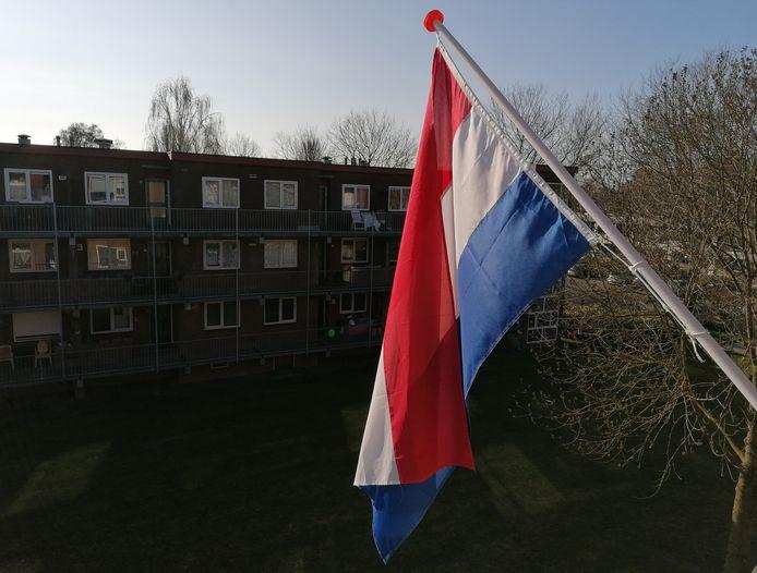 De Nederlandse vlag hangt uit in de Leerinkstraat te Doetinchem
