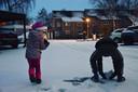 Pas op! Daar komen de sneeuwballen, zoals hier in Drunen.