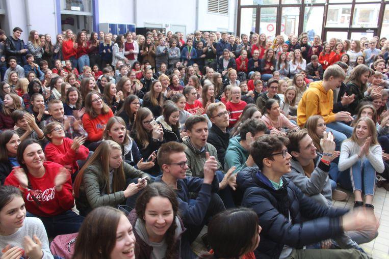 De leerlingen mochten lawaai maken voor de radio.