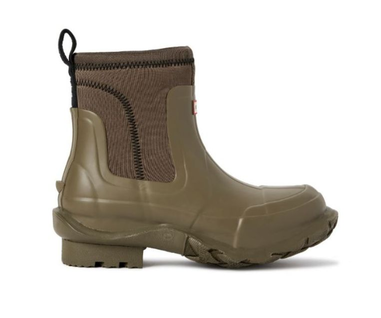 Korte regenlaars van duurzaam geoogst natuurlijk rubber uit Guatemala, Stella McCartney X Hunter, € 350, verkrijgbaar vanaf 10 september. Beeld null