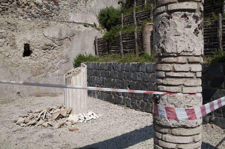 Een ingestorte balk op de Pompeii site Beeld afp