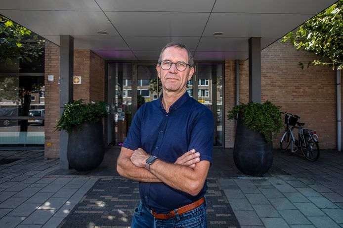 Ronald van Gaalen, voorzitter van Horeca Westland, is als uitbater van zalencentrum De Kiem in 's-Gravenzande zelf ook gedupeerd door de nieuwe coronamaatregelen.