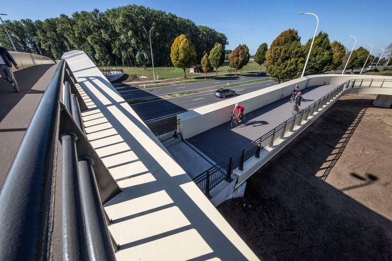 De nieuwe voetgangers- en fietsersbrug.