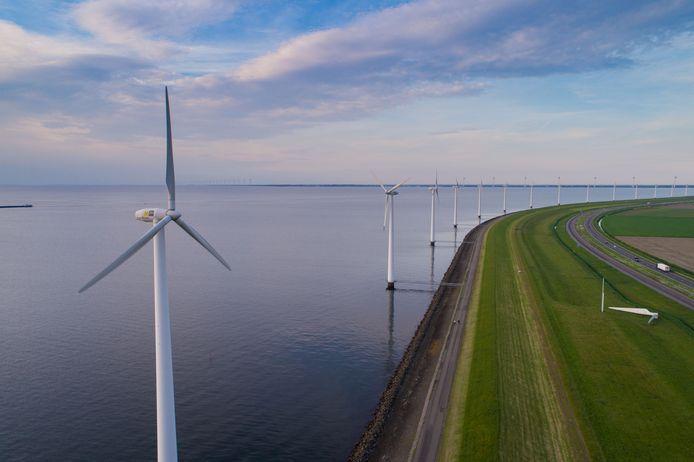 De IJsselmeerdijk wordt de komende jaren versterkt.