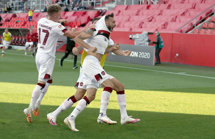 Fabian Schleusener kan zijn geluk niet op na zijn beslissende goal in de blessuretijd.