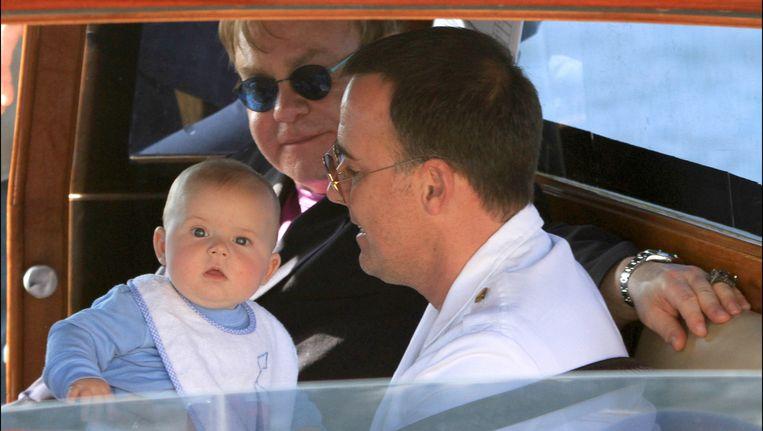 Sir Elton Johnen zijn partner zijn net zulke goede ouders als elk hetrostel. Beeld Photo News
