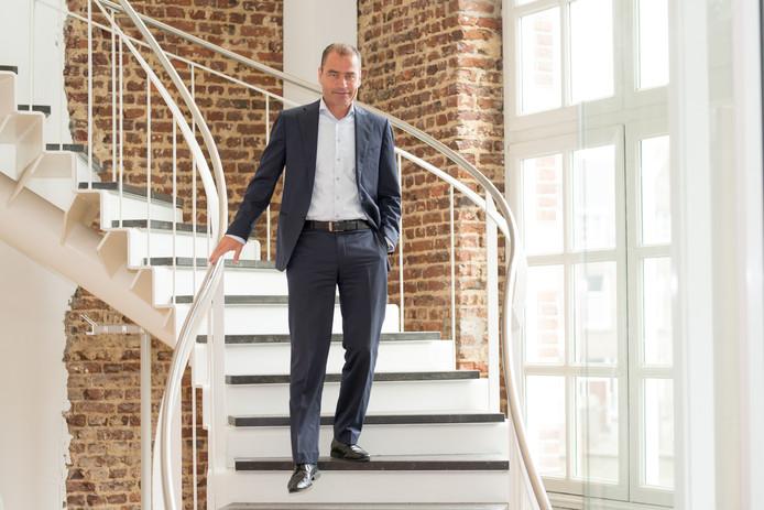 """,,Het voelt op z'n DLL's"""", zegt Carlo van Kemenade na zijn eerste jaar op het hoofdkantoor van Obvion Hypotheken in Heerlen."""